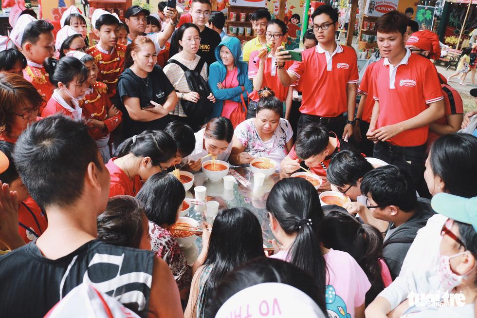 Trưng bày mâm cỗ, mâm ngũ quả 3 miền trong Lễ hội Tết Việt - Ảnh 9.