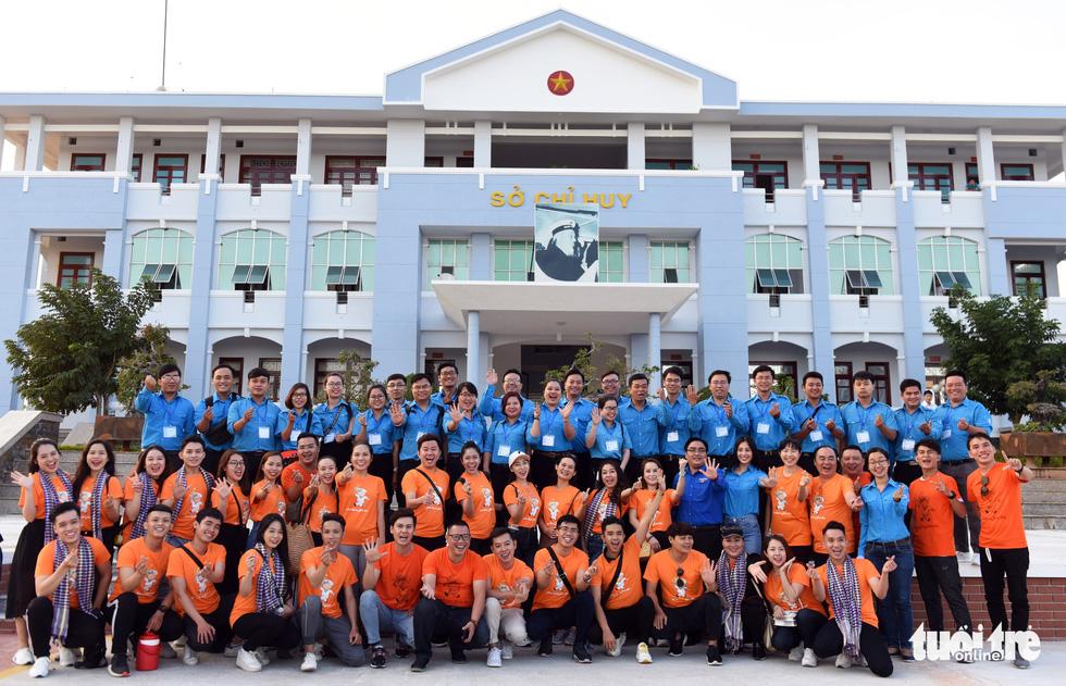Mùa xuân biển đảo lần 9: Bên vịnh Phan Thiết, bâng khuâng nhớ Trường Sa - Ảnh 8.