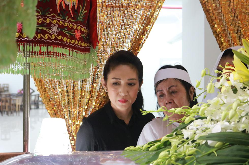 Các nghệ sĩ nghẹn ngào chia tay tài tử Nguyễn Chánh Tín - Ảnh 1.