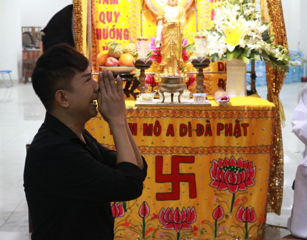 Các nghệ sĩ nghẹn ngào chia tay tài tử Nguyễn Chánh Tín - Ảnh 3.