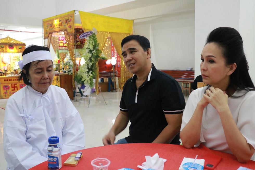 Các nghệ sĩ nghẹn ngào chia tay tài tử Nguyễn Chánh Tín - Ảnh 5.