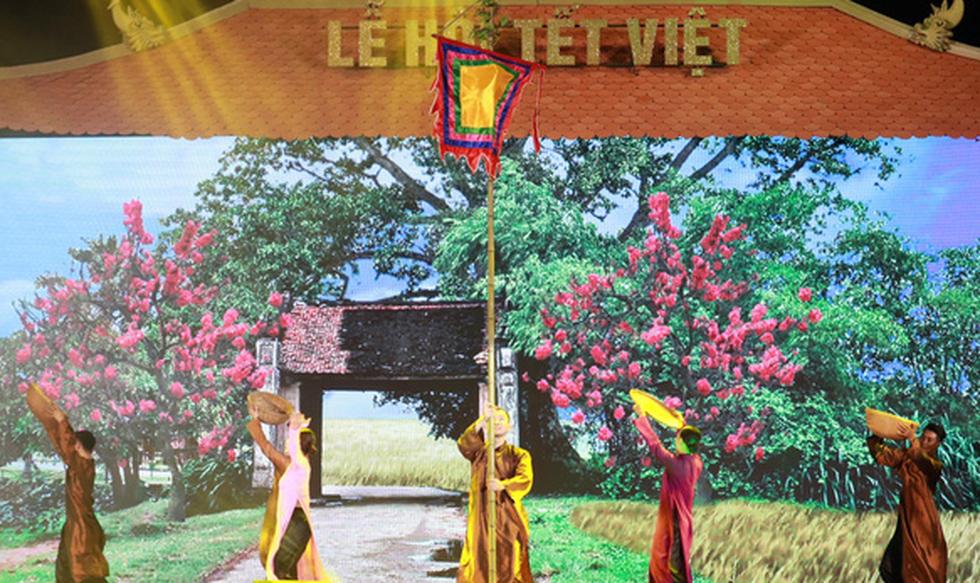 Du xuân 3 miền cùng chương trình Tết Việt 'Cội nguồn và hôm nay' - Ảnh 1.