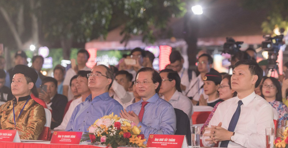 Du xuân 3 miền cùng chương trình Tết Việt 'Cội nguồn và hôm nay' - Ảnh 2.