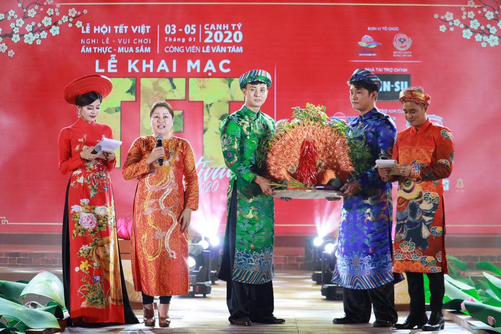 Du xuân 3 miền cùng chương trình Tết Việt 'Cội nguồn và hôm nay' - Ảnh 14.