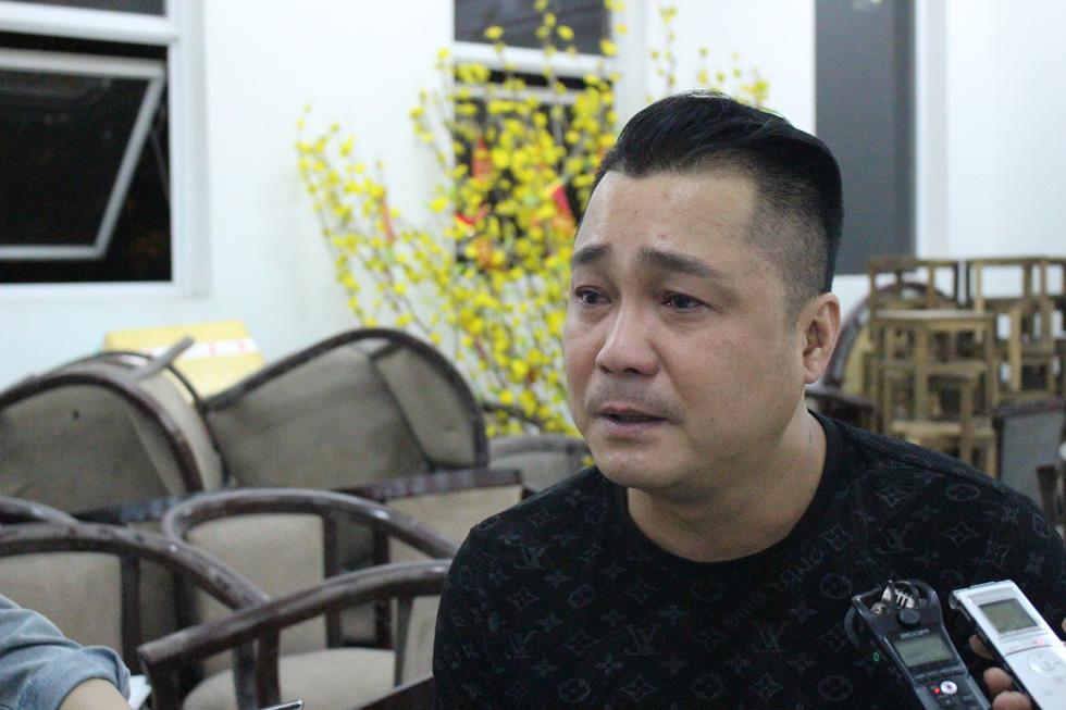 Ca sĩ Giao Linh, diễn viên Lý Hùng, Kiều Minh Tuấn... viếng nghệ sĩ Nguyễn Chánh Tín - Ảnh 1.