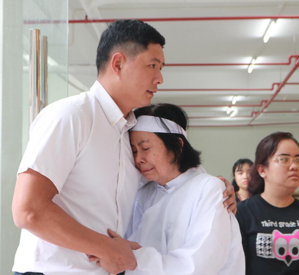 Nguyên Thủ tướng Nguyễn Tấn Dũng và nhiều nghệ sĩ đến chia buồn cùng gia đình Nguyễn Chánh Tín - Ảnh 7.