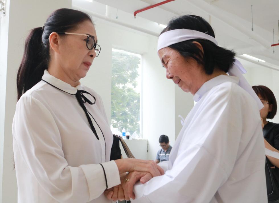Nguyên Thủ tướng Nguyễn Tấn Dũng và nhiều nghệ sĩ đến chia buồn cùng gia đình Nguyễn Chánh Tín - Ảnh 8.