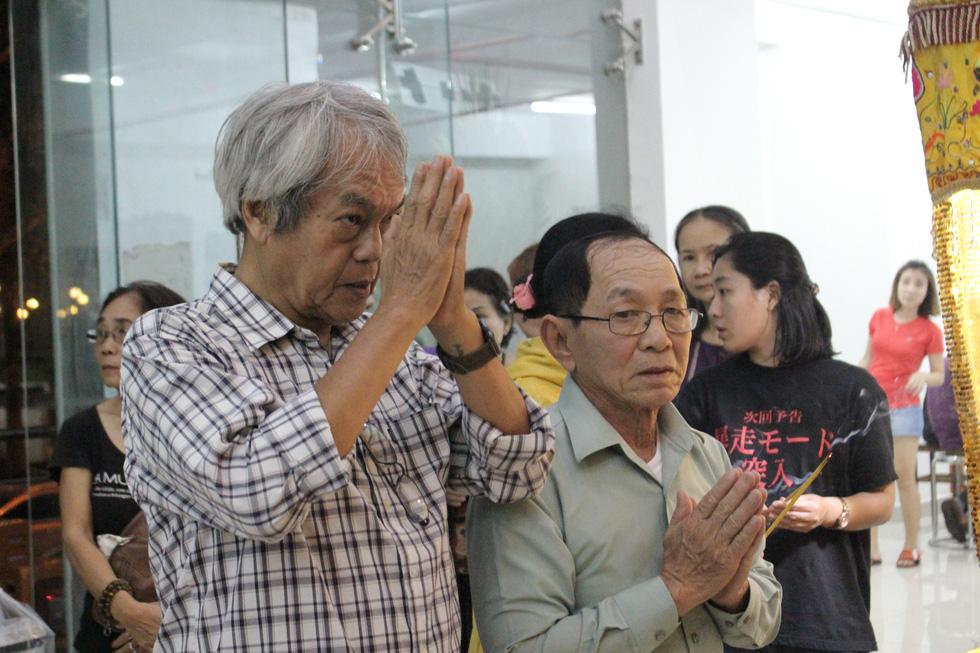 Ca sĩ Giao Linh, diễn viên Lý Hùng, Kiều Minh Tuấn... viếng nghệ sĩ Nguyễn Chánh Tín - Ảnh 7.