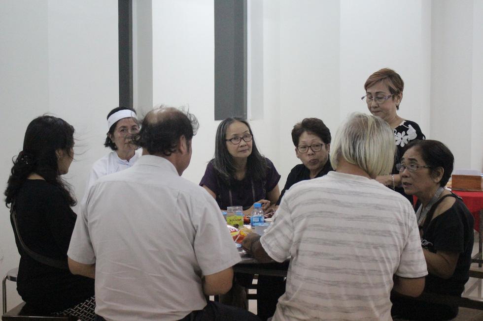 Ca sĩ Giao Linh, diễn viên Lý Hùng, Kiều Minh Tuấn... viếng nghệ sĩ Nguyễn Chánh Tín - Ảnh 9.
