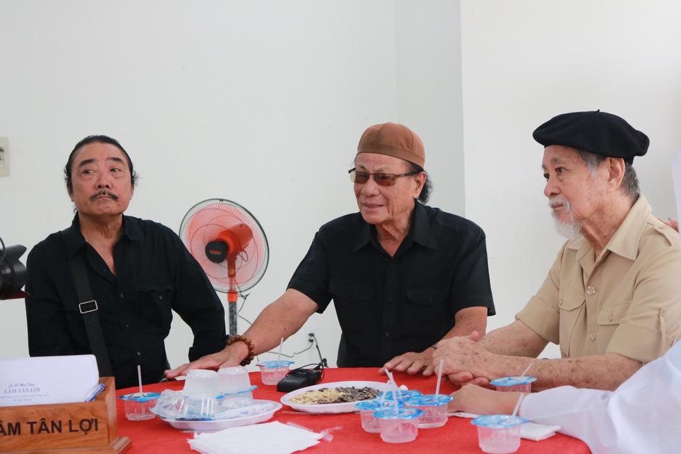 Nguyên Thủ tướng Nguyễn Tấn Dũng và nhiều nghệ sĩ đến chia buồn cùng gia đình Nguyễn Chánh Tín - Ảnh 5.