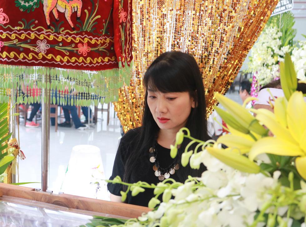 Nguyên Thủ tướng Nguyễn Tấn Dũng và nhiều nghệ sĩ đến chia buồn cùng gia đình Nguyễn Chánh Tín - Ảnh 6.
