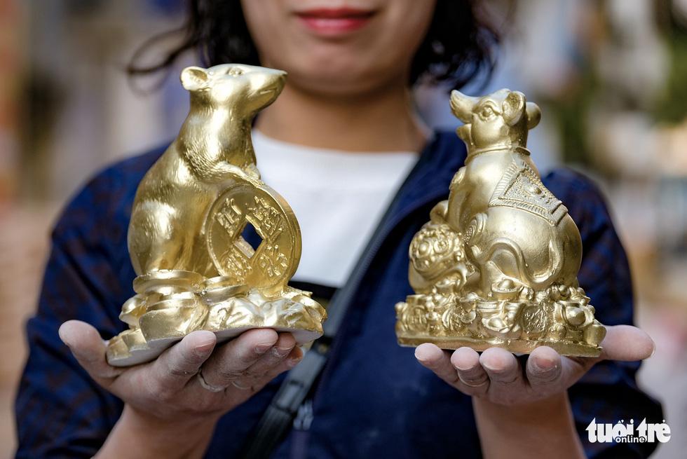 Chuột vàng làng Bát Tràng giá rẻ, đắt khách những ngày giáp tết - Ảnh 11.