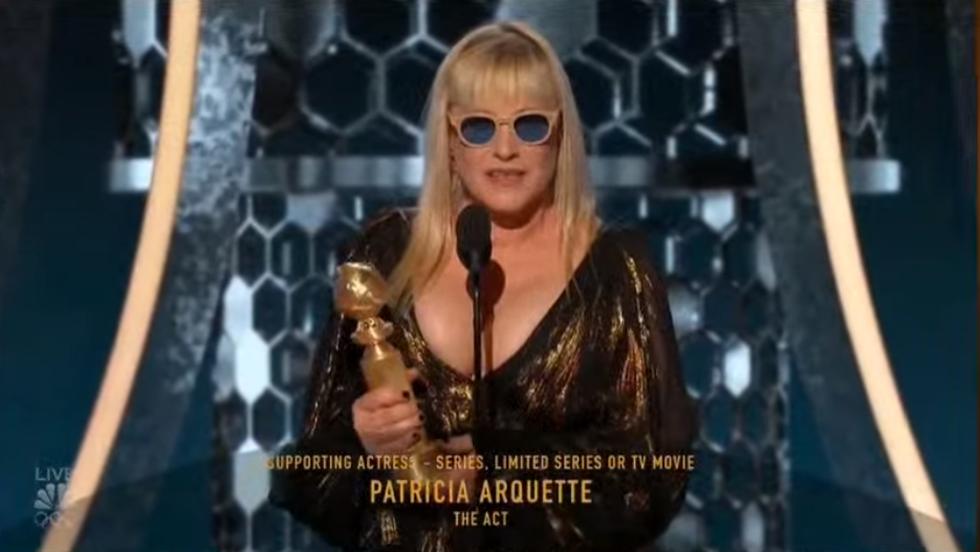 Patricia Arquette giành Quả cầu vàng cho Nữ diễn viên phụ xuất sắc nhất trong phim nhiều tập, ngắn tập hoặc phim điện ảnh chiếu truyền hình (Best Supporting Actress in a Series, Limited Series or TV Movie) với vai diễn của cô trong The Act!