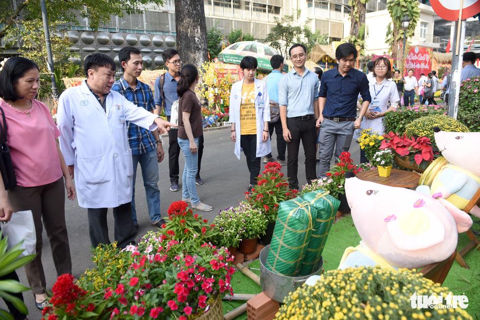 Đường hoa xuân cho bệnh nhân ở Bệnh viện Chợ Rẫy - Ảnh 15.