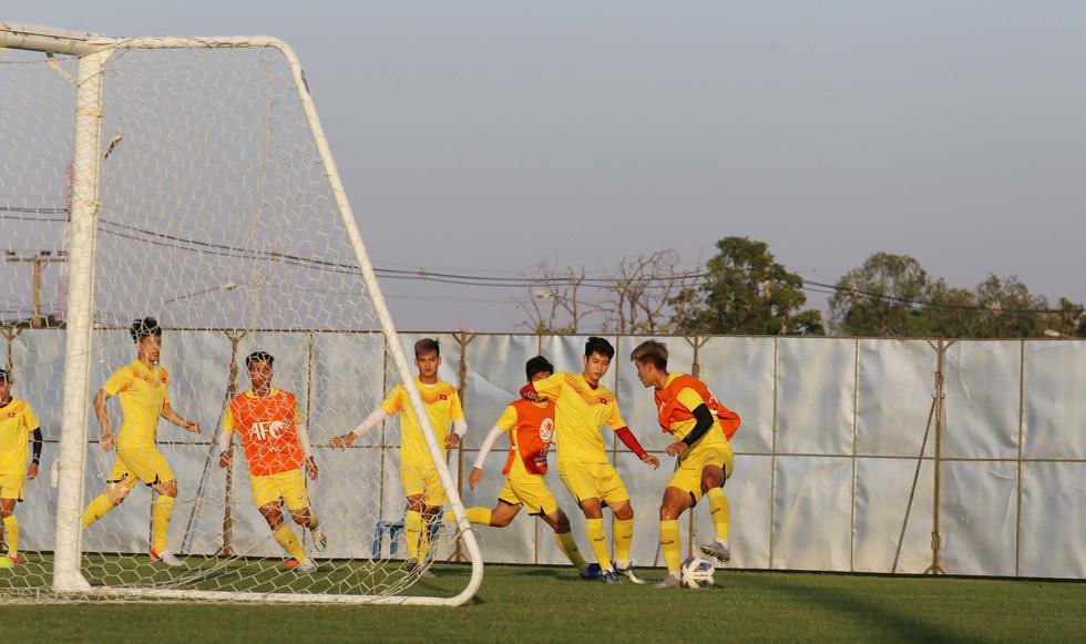Ông Park cùng học trò làm quen sân đấu quen thuộc Lâu đài sấm sét - Ảnh 5.