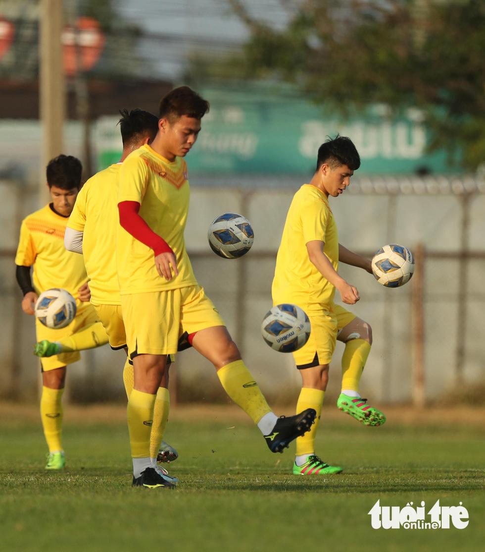 U23 Việt Nam tập rê dắt bóng trước trận gặp UAE - Ảnh 3.