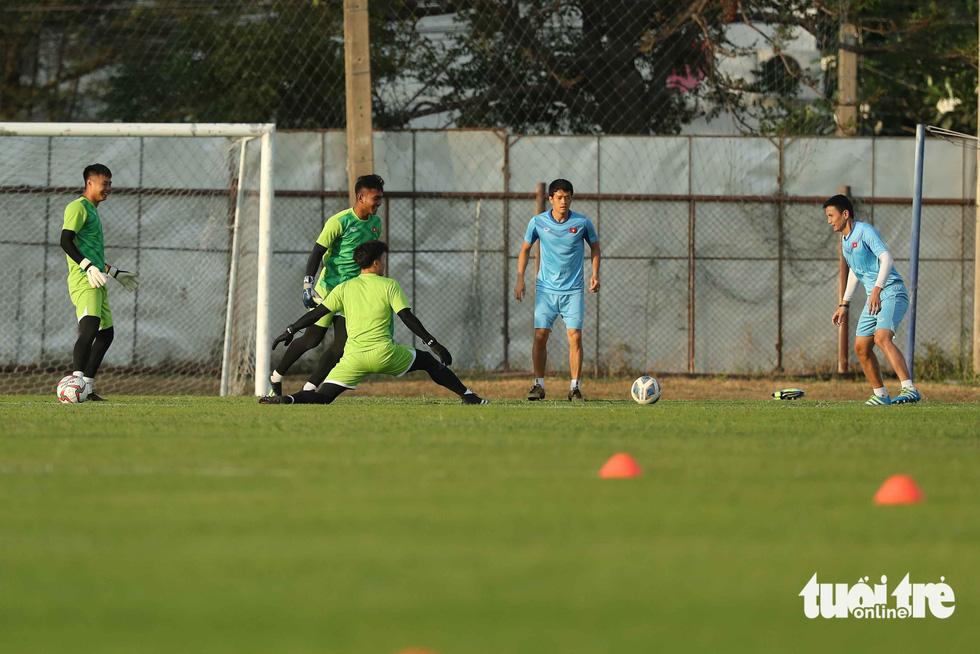 U23 Việt Nam tập rê dắt bóng trước trận gặp UAE - Ảnh 4.