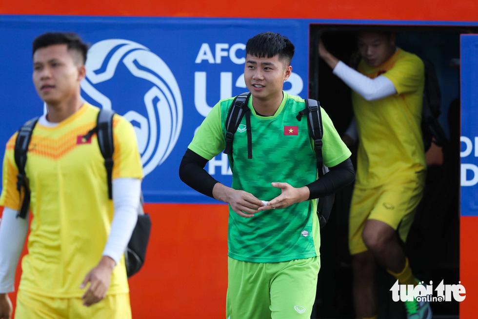 U23 Việt Nam tập rê dắt bóng trước trận gặp UAE - Ảnh 6.
