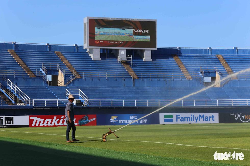 Chùm ảnh: lắp đặt hệ thống VAR để phục vụ cho VCK U23 châu Á 2020 - Ảnh 1.