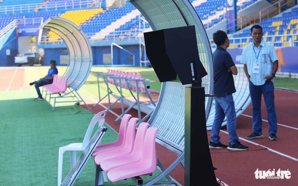 Chùm ảnh: lắp đặt hệ thống VAR để phục vụ cho VCK U23 châu Á 2020 - Ảnh 6.