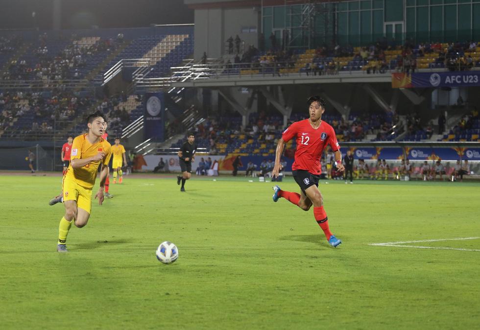 Chùm ảnh cầu thủ Hàn Quốc bùng nổ, cầu thủ Trung Quốc sụp đổ sau bàn thắng muộn - Ảnh 10.
