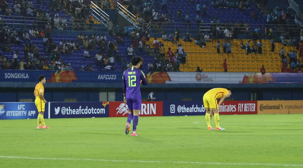 Chùm ảnh cầu thủ Hàn Quốc bùng nổ, cầu thủ Trung Quốc sụp đổ sau bàn thắng muộn - Ảnh 9.