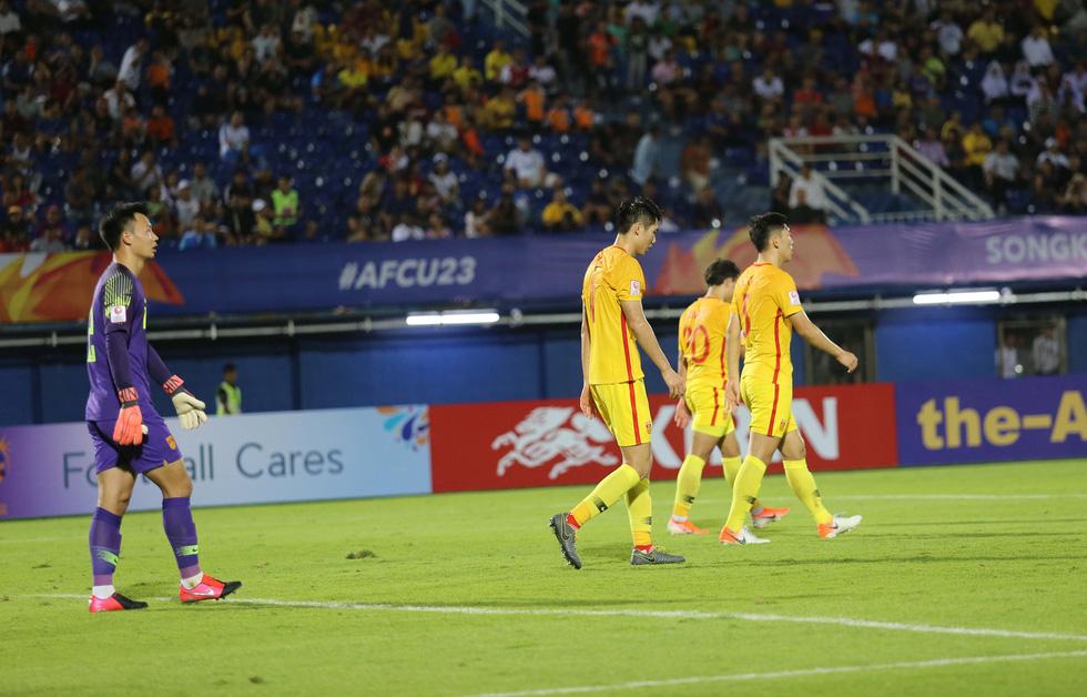 Chùm ảnh cầu thủ Hàn Quốc bùng nổ, cầu thủ Trung Quốc sụp đổ sau bàn thắng muộn - Ảnh 6.