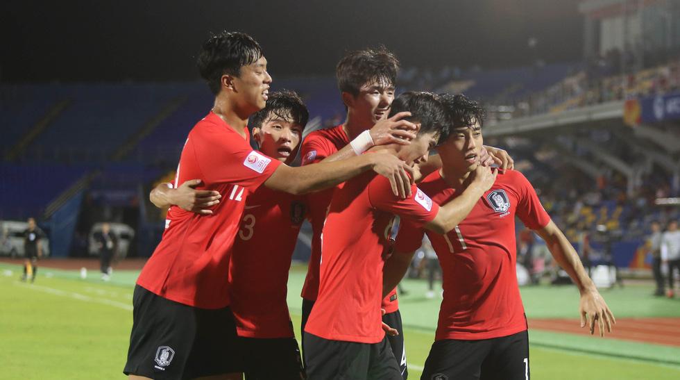 Chùm ảnh cầu thủ Hàn Quốc bùng nổ, cầu thủ Trung Quốc sụp đổ sau bàn thắng muộn - Ảnh 4.
