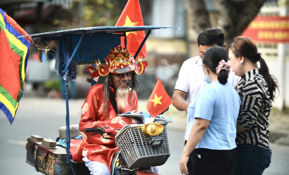Lễ hội Nghinh Ông - Cần Giờ: Tưng bừng đường phố - Ảnh 4.