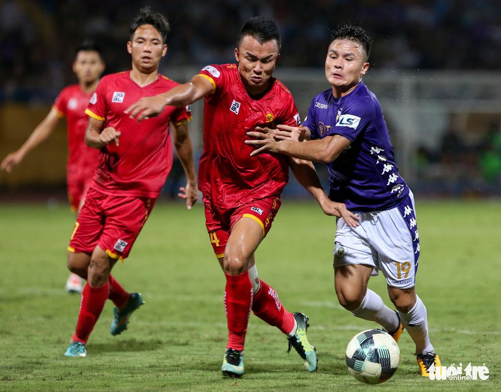 Rimario đá hỏng phạt đền, cầu thủ Thanh Hóa phấn khích trước mặt trọng tài - Ảnh 6.