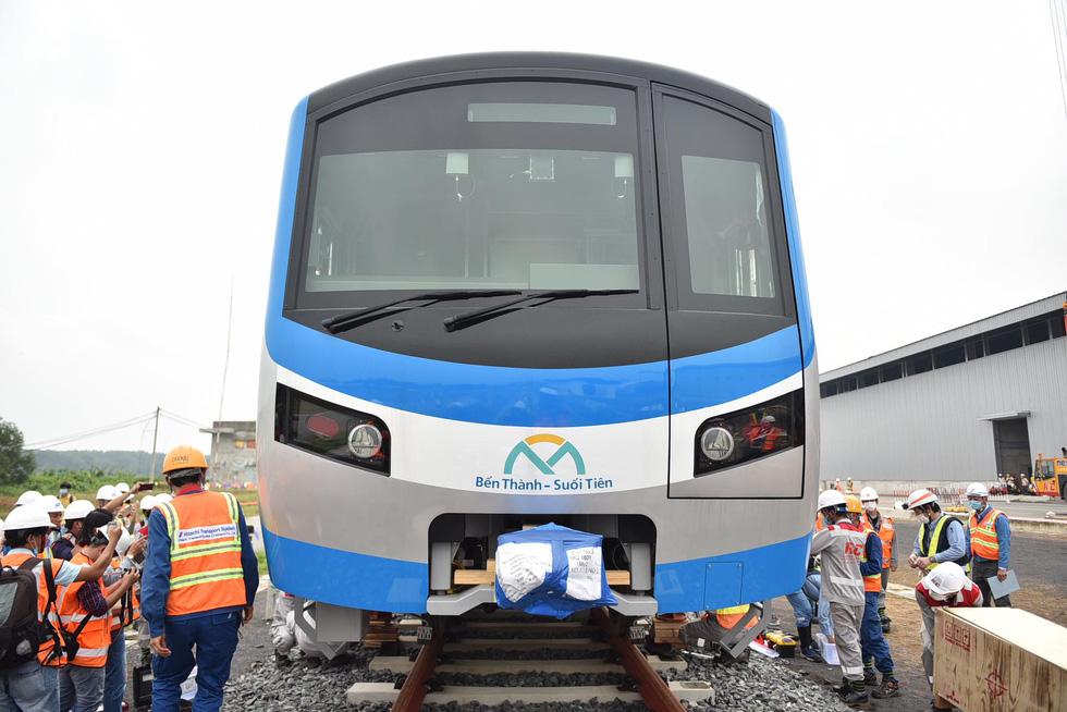 Tàu metro 1 lăn bánh ở depot, tháng 4-2021 sẽ chạy thử từ ngã tư Bình Thái về Long Bình - Ảnh 4.