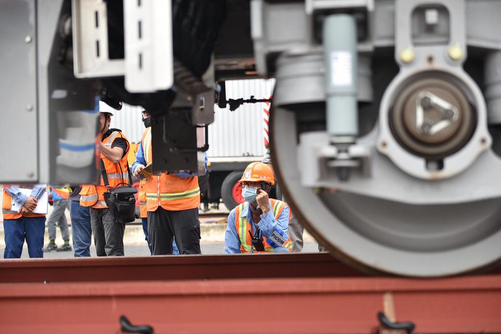 Tàu metro 1 lăn bánh ở depot, tháng 4-2021 sẽ chạy thử từ ngã tư Bình Thái về Long Bình - Ảnh 5.