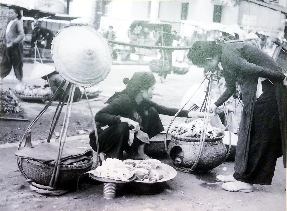 Ngắm hàng rong và nghe tiếng rao hàng trên phố Hà Nội xưa - Ảnh 8.