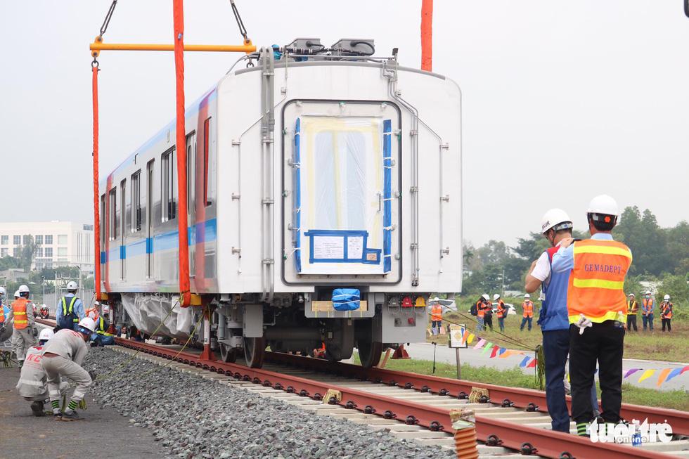 Đoàn tàu metro số 1 lên đường ray dài 200m - Ảnh 6.