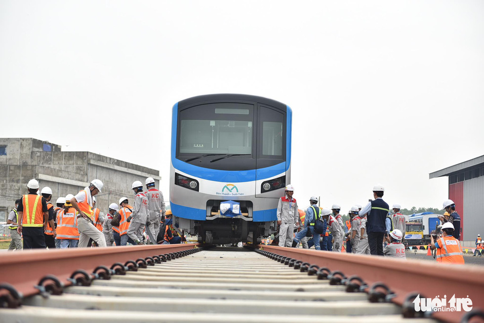 Đoàn tàu metro số 1 lên đường ray dài 200m - Ảnh 1.