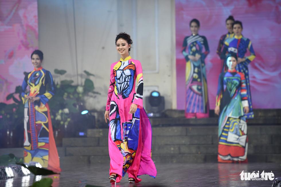Lung linh sắc màu đêm khai mạc Lễ hội áo dài 2020 - Ảnh 6.