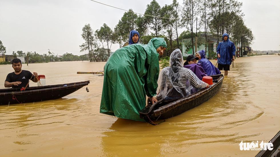 Cận cảnh rốn lũ cuối dòng sông Hương - Ảnh 4.
