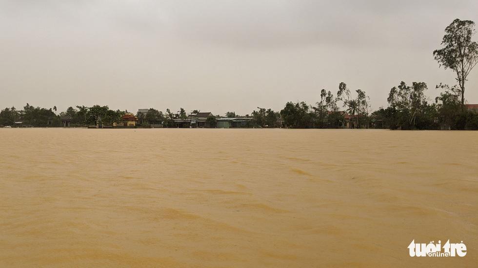Cận cảnh rốn lũ cuối dòng sông Hương - Ảnh 7.
