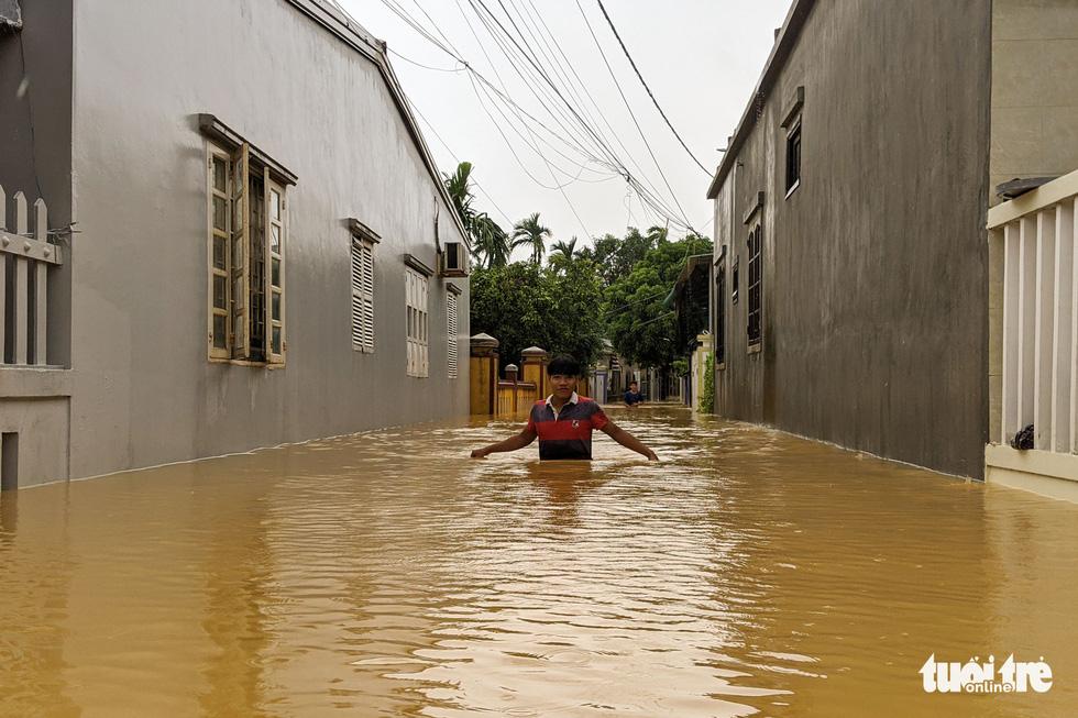 Cận cảnh rốn lũ cuối dòng sông Hương - Ảnh 13.