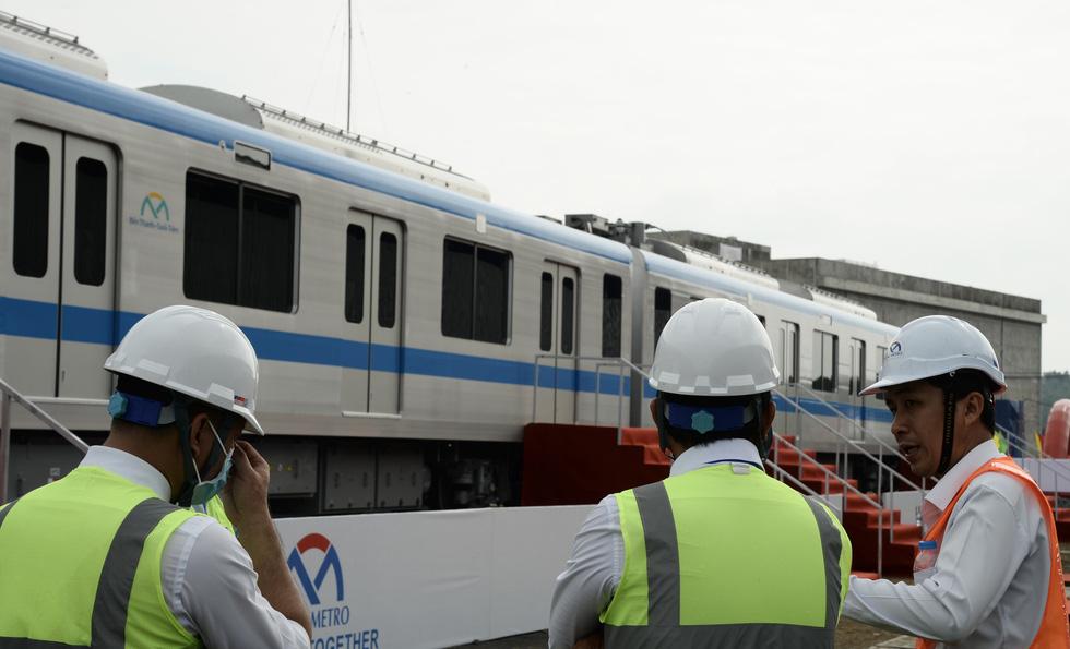 Bí thư Nguyễn Thiện Nhân trải nghiệm tàu metro số 1 - Ảnh 10.
