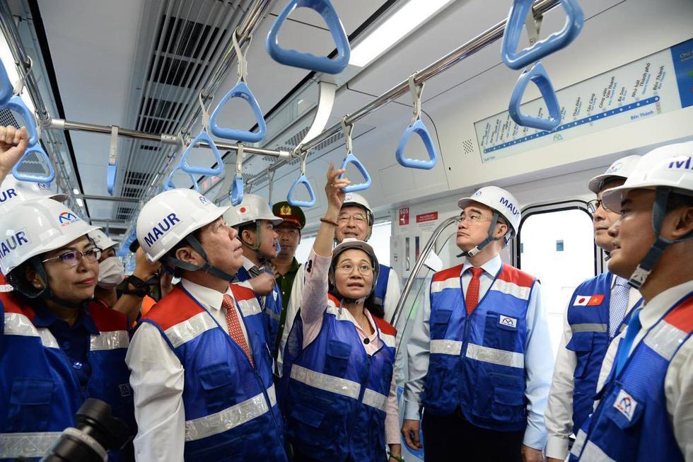 Bí thư Nguyễn Thiện Nhân trải nghiệm tàu metro số 1 - Ảnh 7.