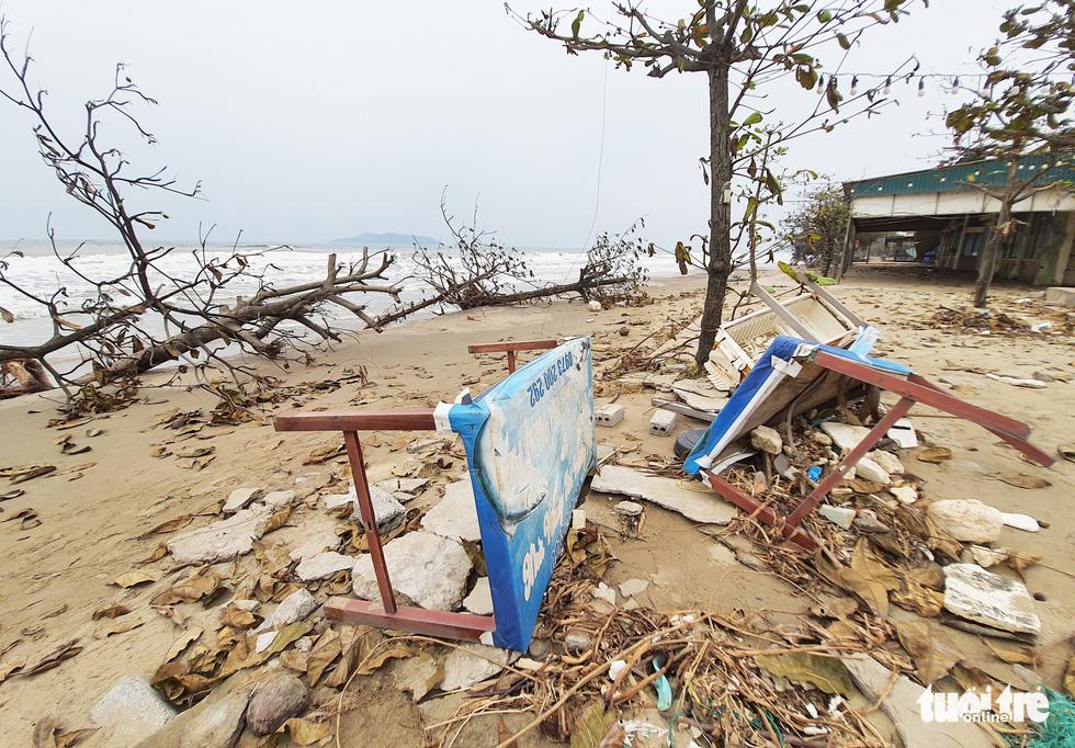 Hối hả tạo hào tránh sóng chống bão số 7 trên biển Cửa Lò - Ảnh 10.