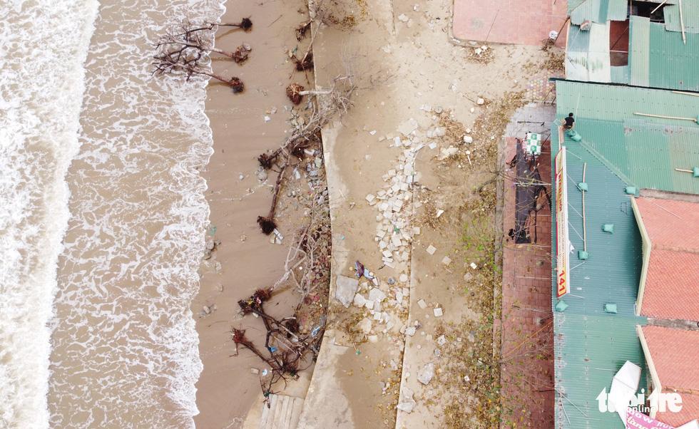 Hối hả tạo hào tránh sóng chống bão số 7 trên biển Cửa Lò - Ảnh 9.