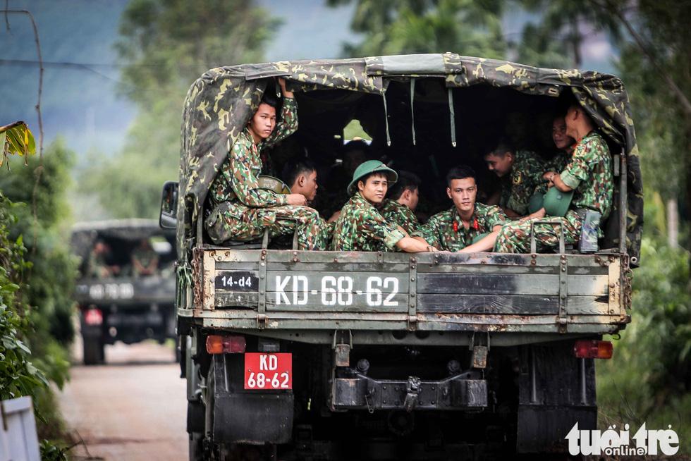 Bộ đội công binh đưa quân dồn dập vào thủy điện Rào Trăng 3 - Ảnh 1.