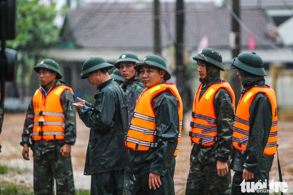 Bộ đội công binh đưa quân dồn dập vào thủy điện Rào Trăng 3 - Ảnh 3.