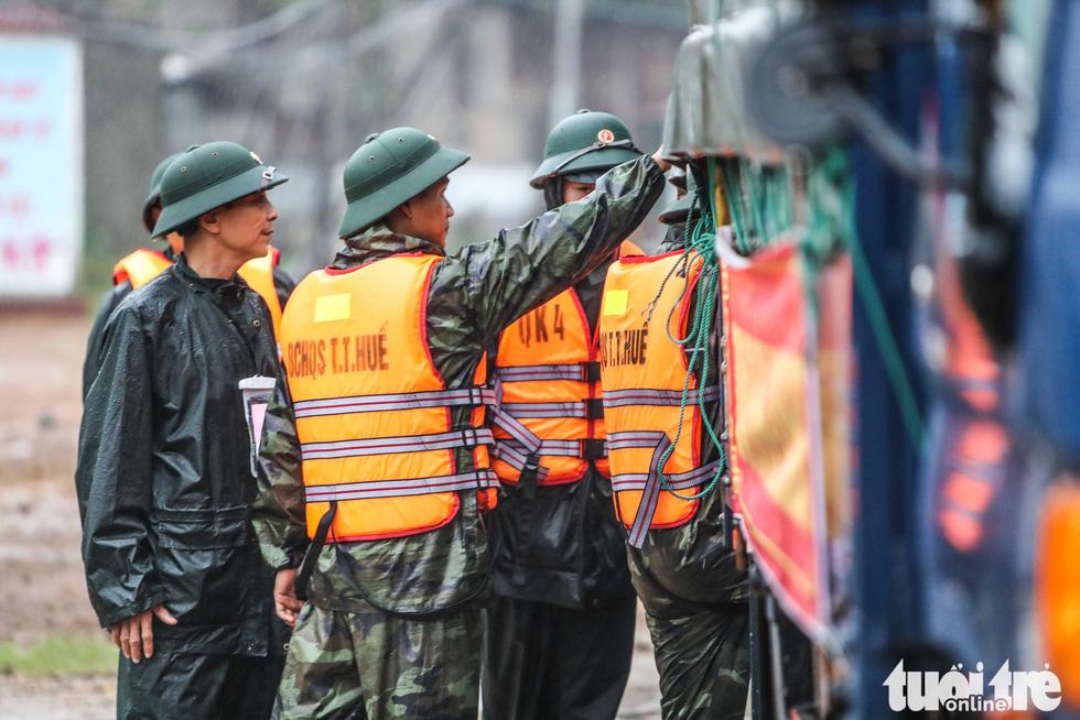 Bộ đội công binh đưa quân dồn dập vào thủy điện Rào Trăng 3 - Ảnh 4.