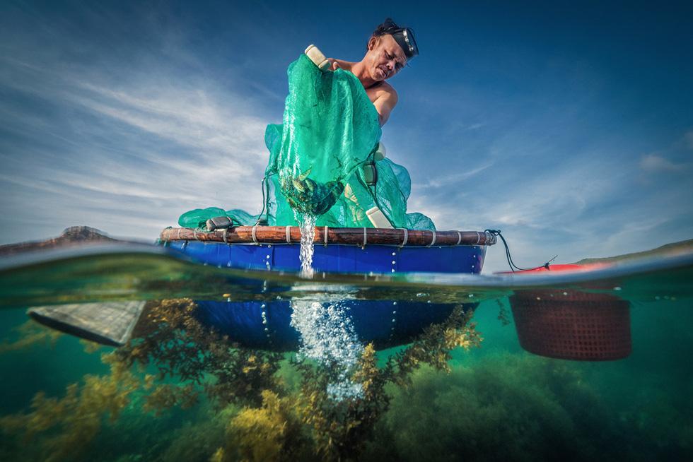 Ảnh về cuộc chiến chống COVID-19 đại thắng tại cuộc thi ảnh nghệ thuật Việt Nam 2020 - Ảnh 8.