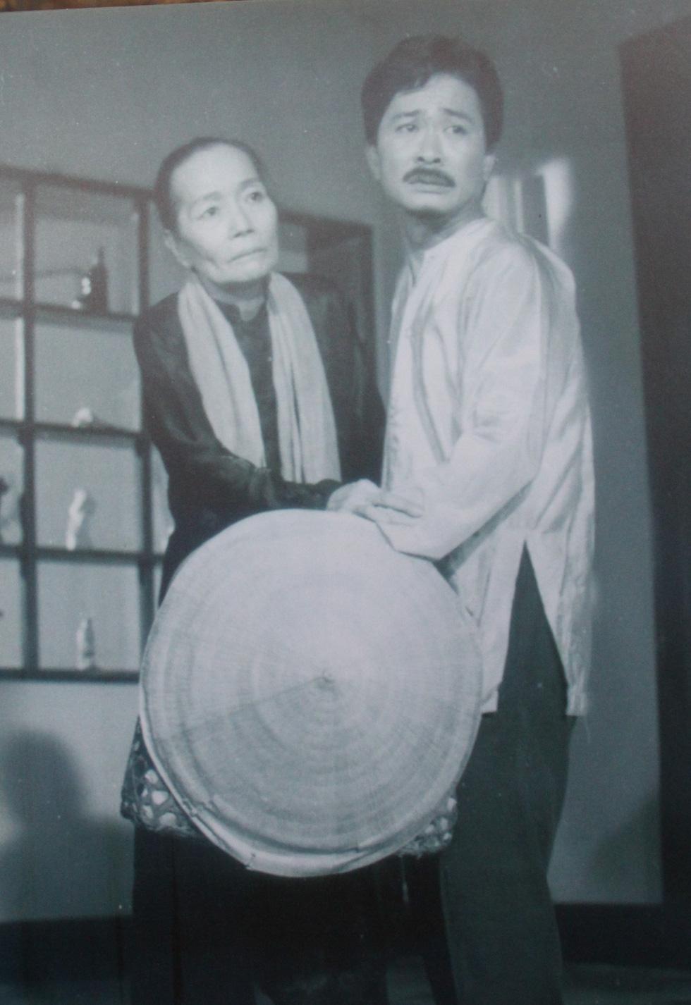 Trưng bày 100 bức ảnh về má Bảy Nam - Người mẹ trên sân khấu kịch nói Nam bộ - Ảnh 6.
