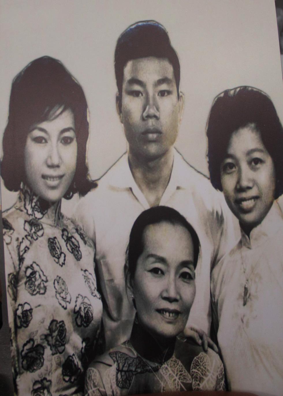 Trưng bày 100 bức ảnh về má Bảy Nam - Người mẹ trên sân khấu kịch nói Nam bộ - Ảnh 8.