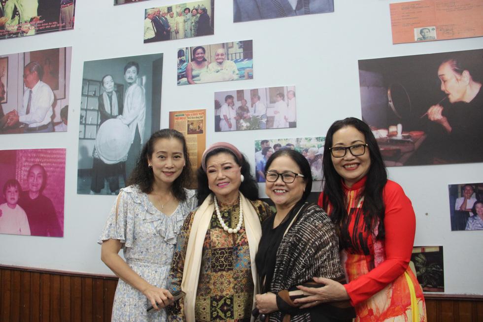 Trưng bày 100 bức ảnh về má Bảy Nam - Người mẹ trên sân khấu kịch nói Nam bộ - Ảnh 4.